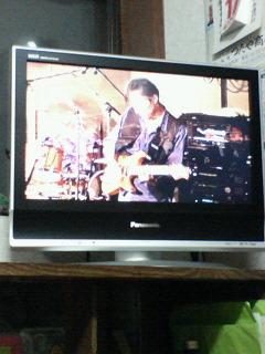 台所に新しいテレビがきました。
