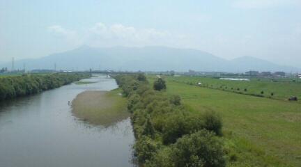 五泉市早出川の夏の景色
