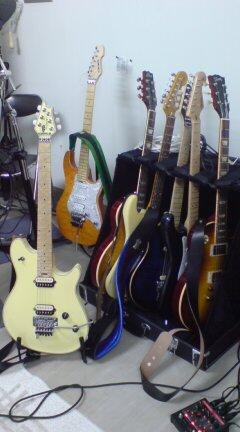 なんか凄いギターばかりです。