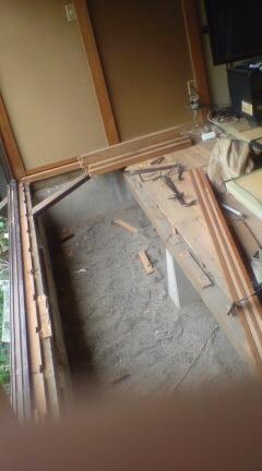 始まりました。廊下の床貼り直し