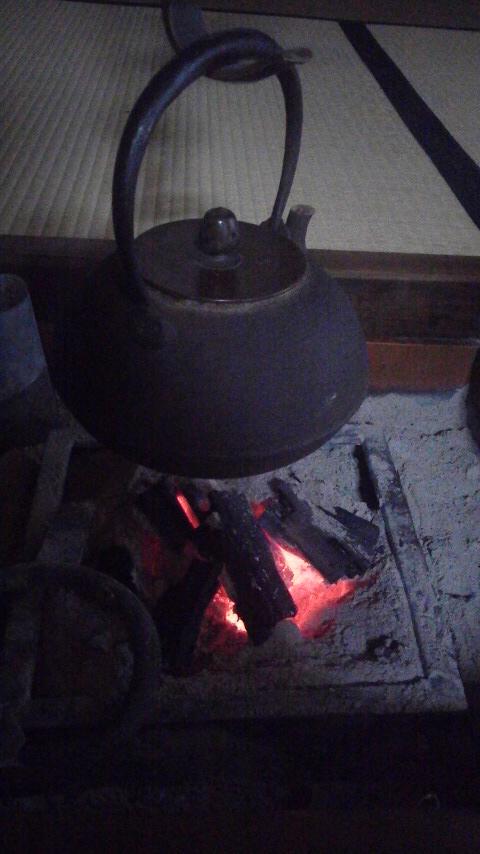 囲炉裏はじめました。